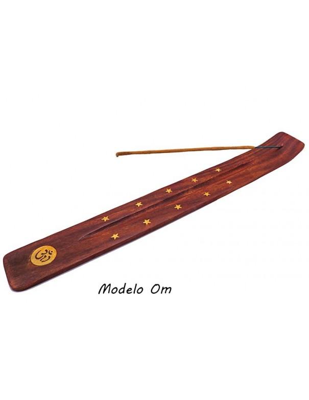 Porta incienso de madera. 31 cm x 3,7 cm.